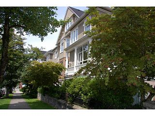 "Photo 1: 403 2588 ALDER Street in Vancouver: Fairview VW Condo for sale in ""BOLLERT PLACE"" (Vancouver West)  : MLS®# V1104076"