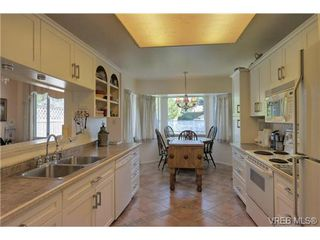 Photo 3: 19 4120 Interurban Rd in VICTORIA: SW Strawberry Vale Row/Townhouse for sale (Saanich West)  : MLS®# 702410