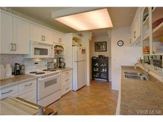 Photo 16: 19 4120 Interurban Rd in VICTORIA: SW Strawberry Vale Row/Townhouse for sale (Saanich West)  : MLS®# 702410