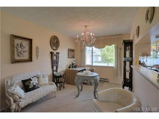 Photo 4: 19 4120 Interurban Rd in VICTORIA: SW Strawberry Vale Row/Townhouse for sale (Saanich West)  : MLS®# 702410