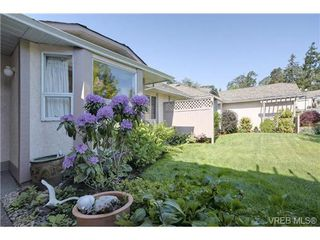 Photo 11: 19 4120 Interurban Rd in VICTORIA: SW Strawberry Vale Row/Townhouse for sale (Saanich West)  : MLS®# 702410