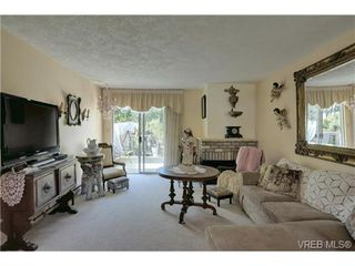 Photo 2: 19 4120 Interurban Rd in VICTORIA: SW Strawberry Vale Row/Townhouse for sale (Saanich West)  : MLS®# 702410