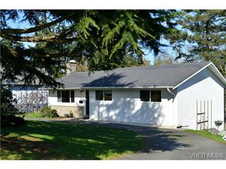 Photo 1: 3361 Rolston Cres in VICTORIA: SW Tillicum House for sale (Saanich West)  : MLS®# 725044