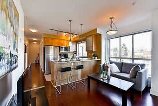 """Photo 6: 201 702 E KING EDWARD Avenue in Vancouver: Fraser VE Condo for sale in """"Magnolia"""" (Vancouver East)  : MLS®# R2140513"""