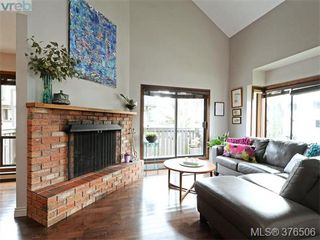Photo 2: 6 1464 Fort Street in VICTORIA: Vi Fernwood Townhouse for sale (Victoria)  : MLS®# 376506