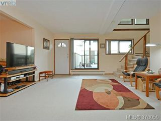 Photo 1: 102 109 Ontario St in VICTORIA: Vi James Bay Row/Townhouse for sale (Victoria)  : MLS®# 759163