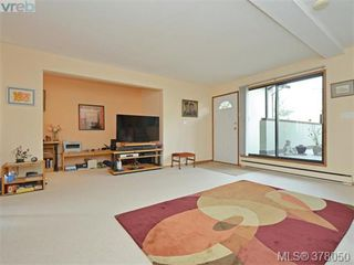 Photo 3: 102 109 Ontario St in VICTORIA: Vi James Bay Row/Townhouse for sale (Victoria)  : MLS®# 759163
