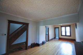 Photo 8: 2.5 Storey home with 3 bedrooms in Corydon close to the village & night life!