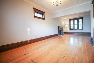 Photo 6: 2.5 Storey home with 3 bedrooms in Corydon close to the village & night life!