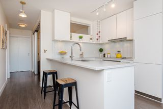 "Photo 12: 1008 668 COLUMBIA Street in New Westminster: Quay Condo for sale in ""Trapp & Holbrook"" : MLS®# R2226399"