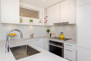 "Photo 13: 1008 668 COLUMBIA Street in New Westminster: Quay Condo for sale in ""Trapp & Holbrook"" : MLS®# R2226399"