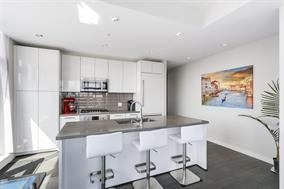 Photo 3: 2903 3093 WINDSOR GATE in Coquitlam: New Horizons Condo for sale : MLS®# R2238358