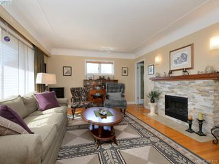 Photo 2: 636 McKenzie Avenue in VICTORIA: SW Glanford Single Family Detached for sale (Saanich West)  : MLS®# 398162