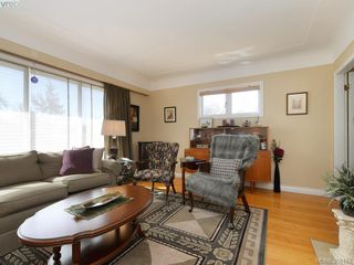 Photo 4: 636 McKenzie Avenue in VICTORIA: SW Glanford Single Family Detached for sale (Saanich West)  : MLS®# 398162