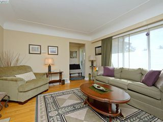 Photo 3: 636 McKenzie Avenue in VICTORIA: SW Glanford Single Family Detached for sale (Saanich West)  : MLS®# 398162