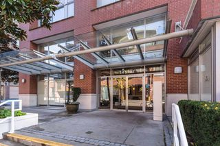 """Photo 14: 1910 550 TAYLOR Street in Vancouver: Downtown VW Condo for sale in """"THE TAYLOR"""" (Vancouver West)  : MLS®# R2324086"""