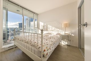 """Photo 5: 1910 550 TAYLOR Street in Vancouver: Downtown VW Condo for sale in """"THE TAYLOR"""" (Vancouver West)  : MLS®# R2324086"""