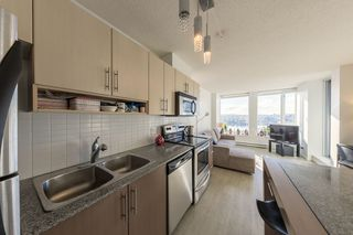 """Photo 8: 1910 550 TAYLOR Street in Vancouver: Downtown VW Condo for sale in """"THE TAYLOR"""" (Vancouver West)  : MLS®# R2324086"""