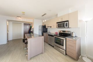 """Photo 2: 1910 550 TAYLOR Street in Vancouver: Downtown VW Condo for sale in """"THE TAYLOR"""" (Vancouver West)  : MLS®# R2324086"""