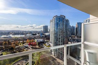"""Photo 12: 1910 550 TAYLOR Street in Vancouver: Downtown VW Condo for sale in """"THE TAYLOR"""" (Vancouver West)  : MLS®# R2324086"""