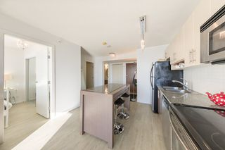 """Photo 3: 1910 550 TAYLOR Street in Vancouver: Downtown VW Condo for sale in """"THE TAYLOR"""" (Vancouver West)  : MLS®# R2324086"""