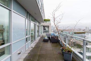 "Main Photo: 901 1616 COLUMBIA Street in Vancouver: False Creek Condo for sale in ""BRIDGE"" (Vancouver West)  : MLS®# R2327939"