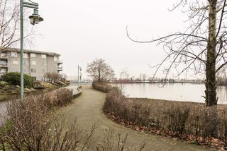 """Photo 12: 406 1920 E KENT AVENUE SOUTH Avenue in Vancouver: Fraserview VE Condo for sale in """"Harbour House"""" (Vancouver East)  : MLS®# R2336658"""