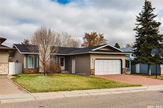 Photo 2: 323 Addie Crescent in Saskatoon: Forest Grove Residential for sale : MLS®# SK767465