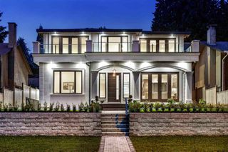 Main Photo: 1028 CLOVERLEY Street in North Vancouver: Calverhall House for sale : MLS®# R2383852