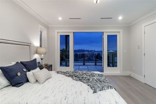 Photo 14: 1028 CLOVERLEY Street in North Vancouver: Calverhall House for sale : MLS®# R2383852