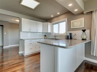 Photo 11: 402 1488 Dallas Rd in : Vi Fairfield West Condo for sale (Victoria)  : MLS®# 851745