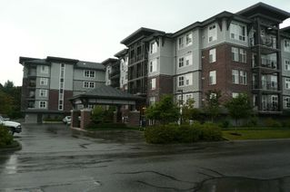 Main Photo: 110 45645 Knight Road in Chilliwack: Sardis West Vedder Rd Condo for sale : MLS®# H1400088