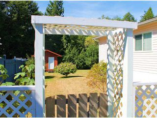 "Photo 2: 25 1123 FLUME Road: Roberts Creek Manufactured Home for sale in ""IKE-LON"" (Sunshine Coast)  : MLS®# V1057294"