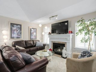 """Photo 3: 56 8555 209TH Street in Langley: Walnut Grove Townhouse for sale in """"AUTUMNWOOD"""" : MLS®# R2042335"""
