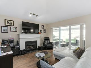 """Photo 10: 56 8555 209TH Street in Langley: Walnut Grove Townhouse for sale in """"AUTUMNWOOD"""" : MLS®# R2042335"""