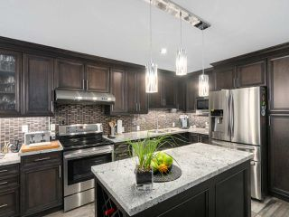 """Photo 8: 56 8555 209TH Street in Langley: Walnut Grove Townhouse for sale in """"AUTUMNWOOD"""" : MLS®# R2042335"""