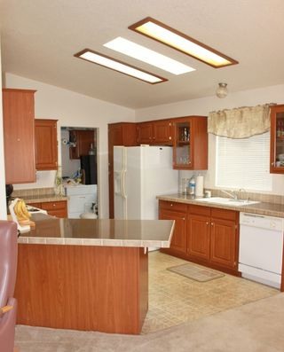 Photo 3: EL CAJON Manufactured Home for sale : 2 bedrooms : 1631 Harbison Canyon Road #37