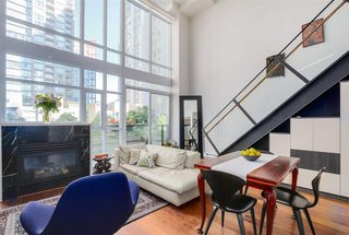 "Photo 3: 411 988 RICHARDS Street in Vancouver: Yaletown Condo for sale in ""TRIBECA LOFTS"" (Vancouver West)  : MLS®# R2075308"