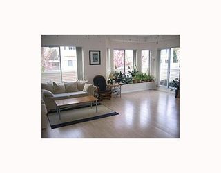Photo 2: 30 6700 RUMBLE Street in Francisco Lane: South Slope Home for sale ()  : MLS®# V647821