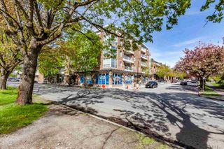 Photo 2: 201 2071 W 42ND Avenue in Vancouver: Kerrisdale Townhouse for sale (Vancouver West)  : MLS®# R2170413