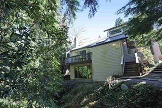 "Photo 19: 901 FOREST HILLS Drive in North Vancouver: Edgemont House for sale in ""Edgemont Village"" : MLS®# R2202646"