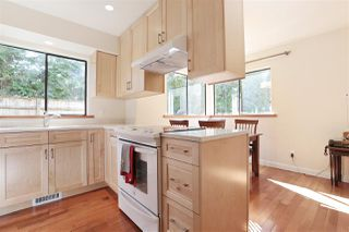 "Photo 8: 901 FOREST HILLS Drive in North Vancouver: Edgemont House for sale in ""Edgemont Village"" : MLS®# R2202646"