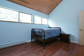 "Photo 12: 901 FOREST HILLS Drive in North Vancouver: Edgemont House for sale in ""Edgemont Village"" : MLS®# R2202646"
