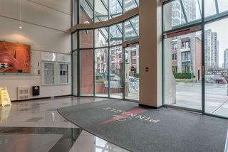 "Photo 3: 1204 939 HOMER Street in Vancouver: Yaletown Condo for sale in ""THE PINNACLE"" (Vancouver West)  : MLS®# R2204695"