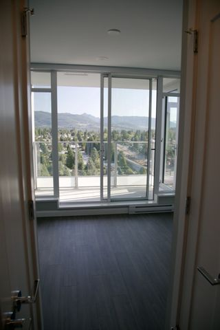 """Photo 5: 2106 520 COMO LAKE Avenue in Coquitlam: Coquitlam West Condo for sale in """"THE CROWN"""" : MLS®# R2209731"""