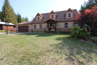 Main Photo: 7596 Mountain Drive in Anglemont: North Shuswap House for sale (Shuswap)  : MLS®# 10142790