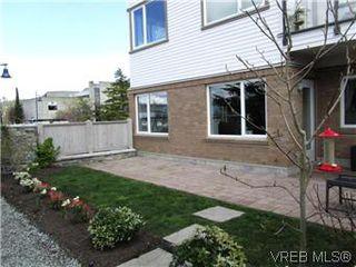 Photo 6: 110 4394 West Saanich Road in VICTORIA: SW Royal Oak Residential for sale (Saanich West)  : MLS®# 296856