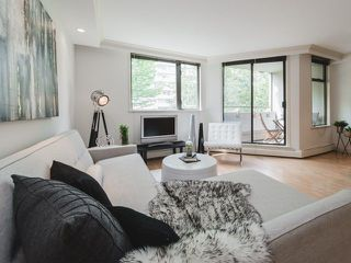 """Photo 3: 201 1819 PENDRELL Street in Vancouver: West End VW Condo for sale in """"PENDRELL PLACE"""" (Vancouver West)  : MLS®# R2275983"""