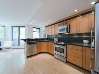 """Photo 7: 201 1819 PENDRELL Street in Vancouver: West End VW Condo for sale in """"PENDRELL PLACE"""" (Vancouver West)  : MLS®# R2275983"""