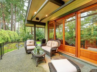 Photo 2: 998 Cottontree Close in VICTORIA: SE Broadmead House for sale (Saanich East)  : MLS®# 812170